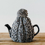 おばあさんの手編みのティーコージー 〈グレー〉