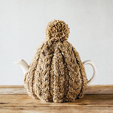 おばあさんの手編みのティーコージー 〈キャメル〉