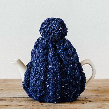 おばあさんの手編みのティーコージー 〈ネイビー〉