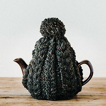 おばあさんの手編みのティーコージー 〈モスグリーン〉